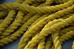 黄色绳索 免版税图库摄影