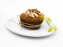 黄色花杏仁松饼 库存图片
