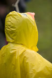 黄色雨衣 免版税库存照片