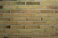 黄色颜色装饰砖砌与黑暗的元素的 图库摄影