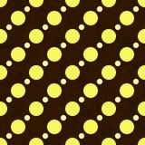 黄色,白色和布朗圆点织品背景 免版税库存图片