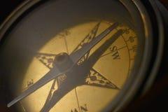 黄铜指南针特写镜头 库存图片
