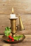 黄铜灼烧的蜡烛烛台 免版税库存图片