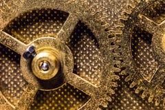 黄铜色钝齿轮或大齿轮,概念运动和机械 免版税库存照片