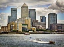 黄雀色伦敦码头 免版税库存图片