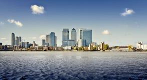 黄雀色伦敦码头 免版税图库摄影