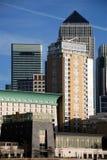 黄雀色垂直的码头 免版税库存照片