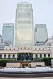 黄雀色城市英国伦敦码头 免版税图库摄影