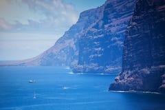 黄雀色峭壁gigantes海岛los西班牙tenerife视图 加那利群岛西班牙tenerife 库存照片