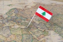 黎巴嫩地图和旗子别针 库存图片