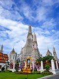 黎明寺寺庙的白色塔 免版税库存图片