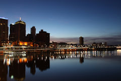 黎明河沿 库存图片