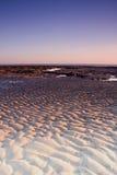 黎明起波纹沙子 免版税库存照片