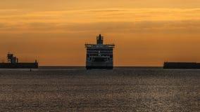 黎明轮渡头向海 库存图片