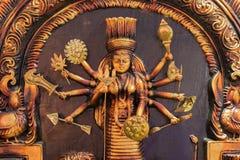 黏土做了女神杜尔加,在显示的赤土陶器工艺品 免版税库存照片