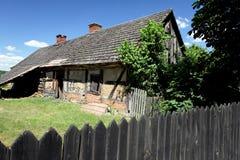 黏土农村离开的小屋 免版税库存照片