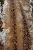 黏土冰排行泥红色路土壤轮胎 图库摄影