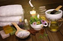 黏土温泉,面具,腌制槽用食盐,健康身体的肉桂条 库存图片