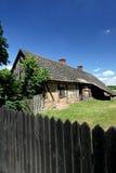黏土离开了农村的小屋 库存照片