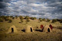黏土编译来回小屋和木范围,非洲 图库摄影