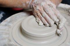 黏土陶瓷工工作 免版税图库摄影