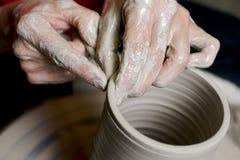 黏土陶瓷工工作 免版税库存图片