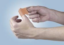 黏着性医治用的膏药在手边。 免版税库存照片