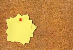 黏着性corkboard附注 免版税库存照片