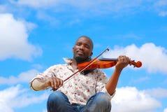 黑人小提琴手 免版税库存照片