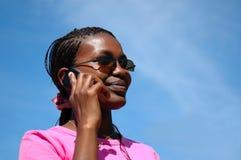 黑人电话妇女 免版税图库摄影