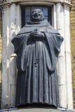 黑人男修道士雕象在伦敦 免版税库存图片