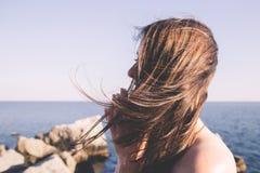 黑发女孩的画象 免版税库存图片