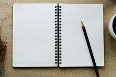 黑名册附注开放纸铅笔白色 免版税库存照片