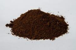 黑地面咖啡粒山 免版税库存图片