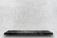 黑大理石石架子空的上面在白色磨石子地st的 图库摄影