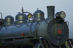 黑守旧派蒸汽引擎火车 免版税库存照片
