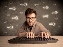 黑客有拉长的密码钥匙的书呆子人 图库摄影
