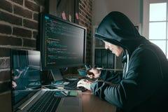 黑客被窃取的信用卡和使用网上数据 免版税图库摄影
