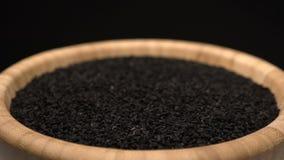 黑小茴香或香芹籽堆转动 股票录像