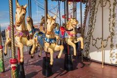 黑尔讷海湾码头,转盘马在阳光下 免版税库存照片