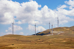 黑山 在Krnovo小山的风车 免版税库存照片