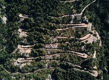 黑山 蛇纹石 登上Lovcen的攀登 向Lovcen国家公园的路 夏天 顶视图 免版税图库摄影