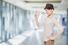 黑帽会议的妇女保留手指枪 库存照片