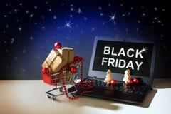 黑星期五网上购物、圣诞节中看不中用的物品和礼物盒我 免版税图库摄影