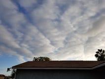 黑暗的云彩在晴朗的圣地亚哥 库存照片