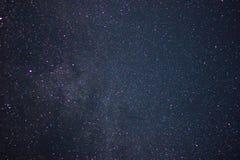 黑暗的例证夜空随风飘飞的雪 星形 库存图片