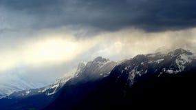 黑暗的多云天空-风暴接近 免版税库存图片