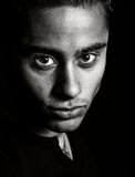 黑暗的富有表情的面容人一纵向 库存图片