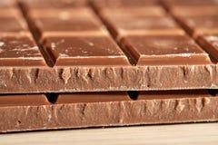 黑暗的巧克力两个瓦片  库存图片
