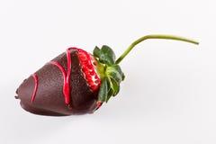 黑暗的巧克力草莓 免版税库存照片